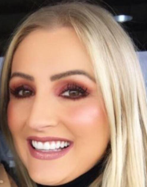 Devote Blondine sucht Fetisch Treffen